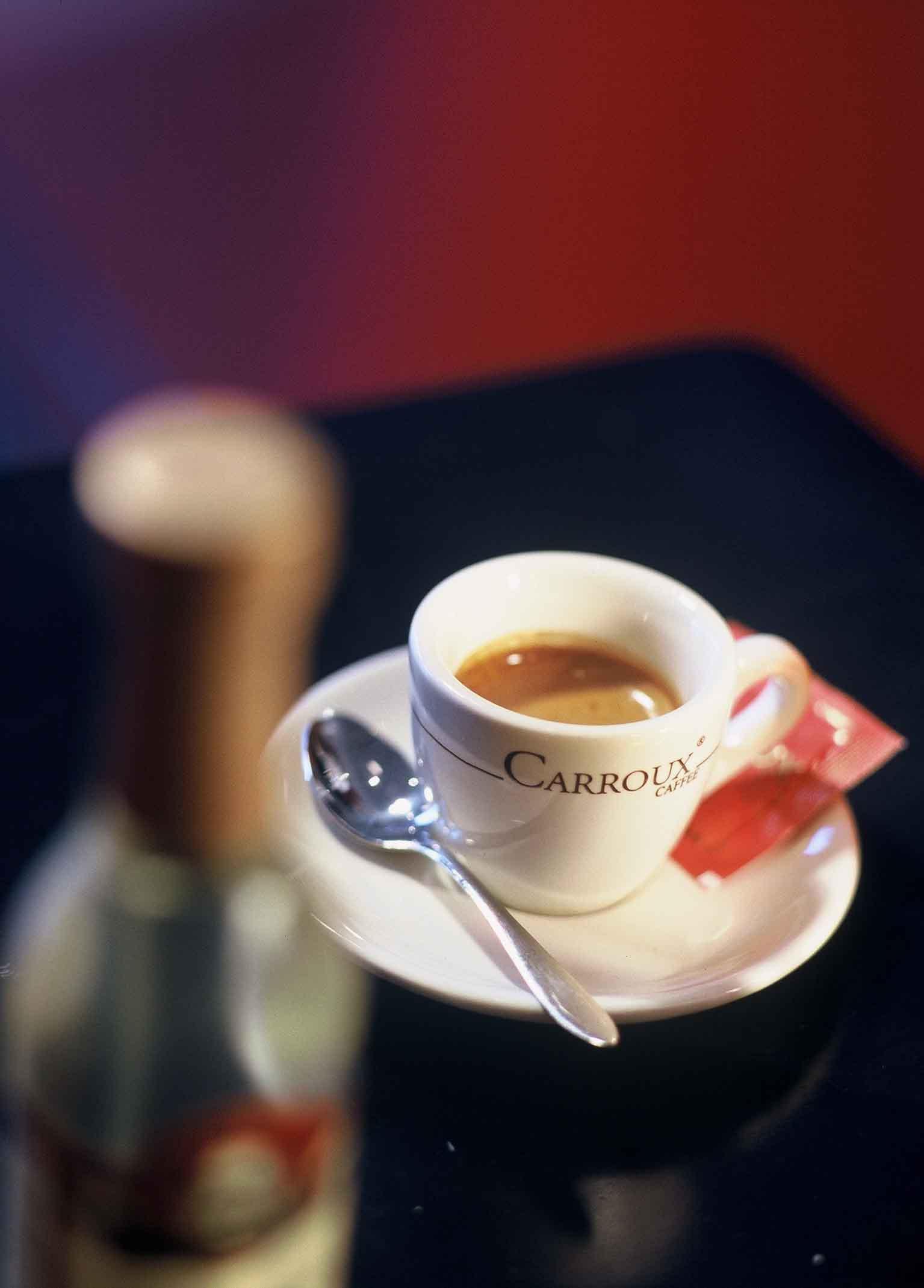 wie sieht eigentlich ein richtiger espresso aus espresso kaffee. Black Bedroom Furniture Sets. Home Design Ideas