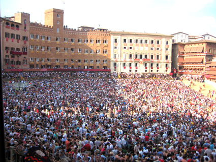 Palio Menschenmenge Marktplatz